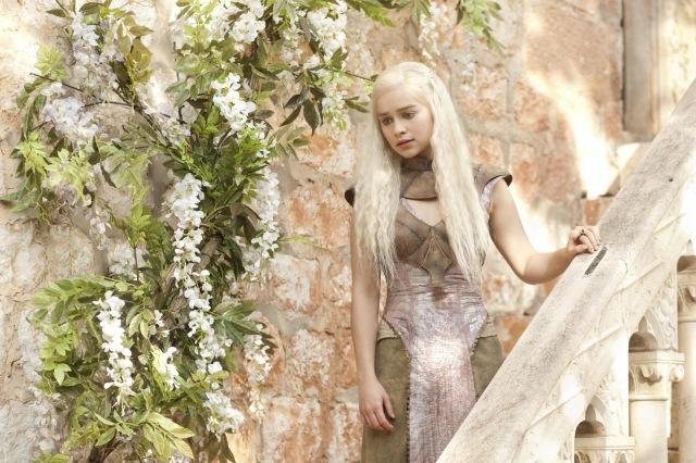 Daenerys-Targaryen-Season-2-daenerys-targaryen-31112565-2048-1365